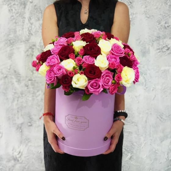 Микс из роз в шляпной коробке