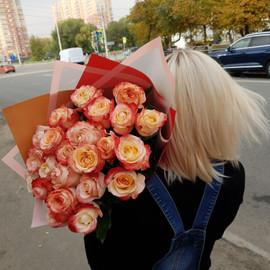 """25 роз Кабарет в оформлении """"Радостные моменты"""""""