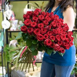 51 роза Ред наоми