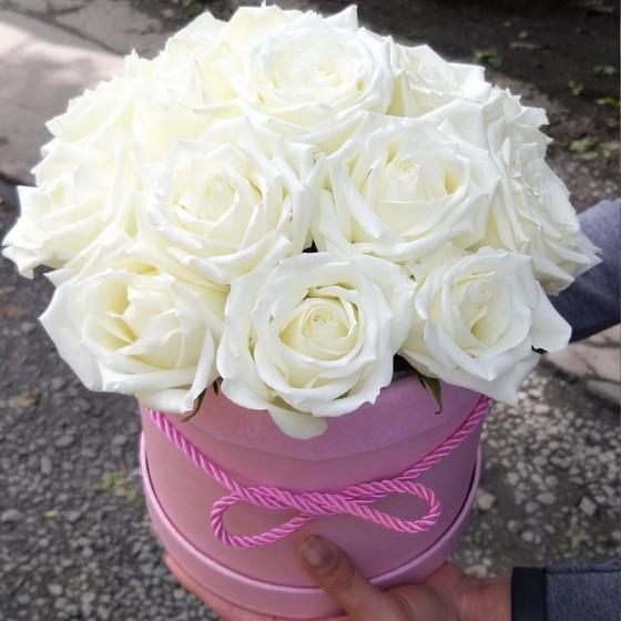 Коробочка, 17 роз