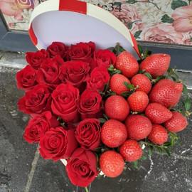 Валентинка с клубникой