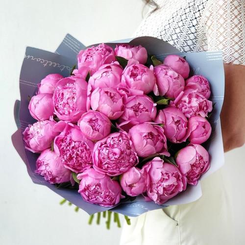 Шикарный Букет из 25 ярко-розовых пионов