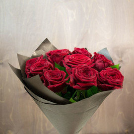 Розы Ред Наоми 60 см, 9 шт. в крафте