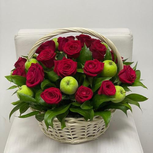 Роза с яблоками