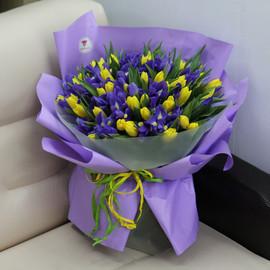 """Букет """"101 желтый тюльпан и синий ирис"""""""