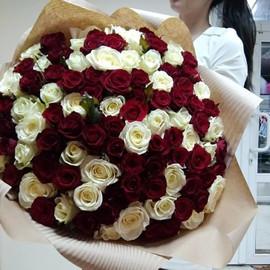 101 бело красная роза