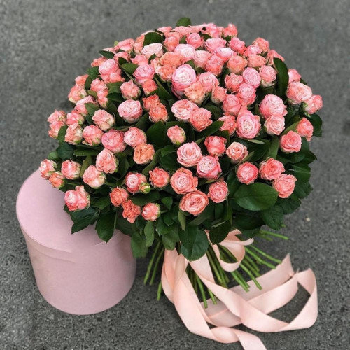Букет из кустовых роз
