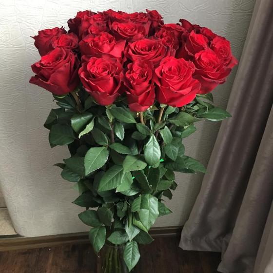 25 роз длиной 70см