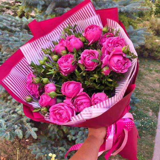 Букет кустовых пионовидных роз «Мисти баблс»