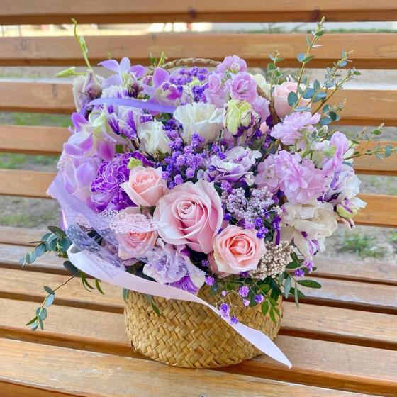 Корзина с цветами «Лавандовые мечты»