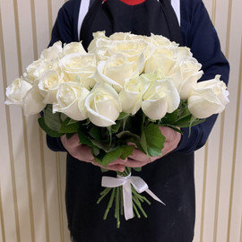 25 белых роз 40см