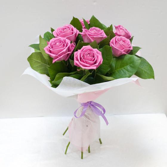 Роза  Аква 60 см в крафте 7 шт.