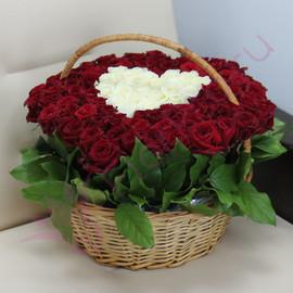 Букет «101 роза в корзине в виде сердца»