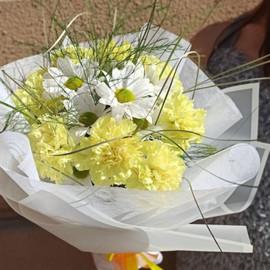 Букет из кустовой хризантемы и гвоздики