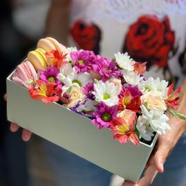 Цветы с десертом