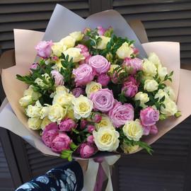 15 кустовых роз в оформлении