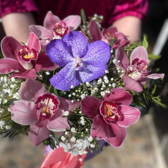 Цветы в коробке «Микс орхидеи»