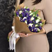 Букет «Букет синие ирисы и белые тюльпаны»