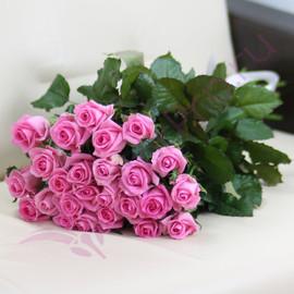 25 розовых роз Ревиваль 60 см