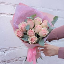 Букет из эквадорских роз с эвкалиптом