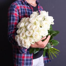 25 белых роз 70 см