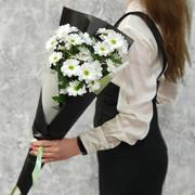 Стильный букет из кустовой хризантемы