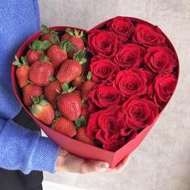 Сердечко розы и клубника