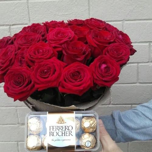 Букет из роз Бордо с конфетами