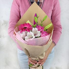 Букет из лилий гербер и роз в крафте