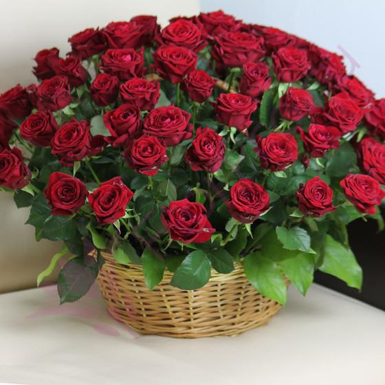 Букет «71 красная роза Ред Наоми в корзине»