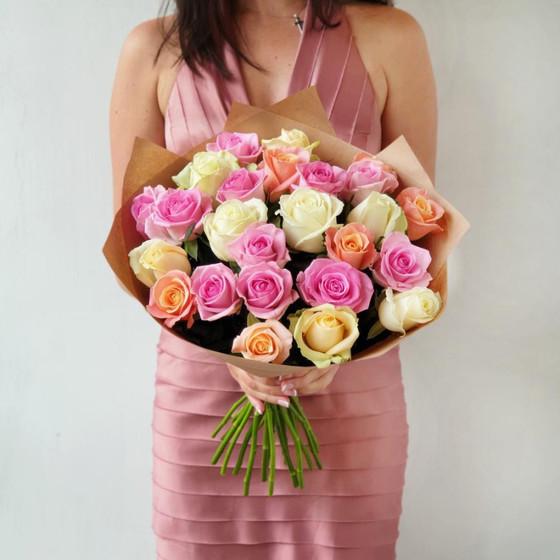 Букет из 25 роз в крафте Признание