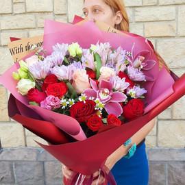 """Букет с розами, орхидеями, хризантемами, альстромериями и эустомой """"Знойная ночь"""""""