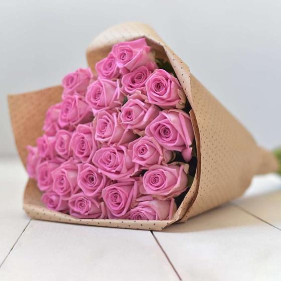 Роза Аква 60 см в крафте, 25 шт.